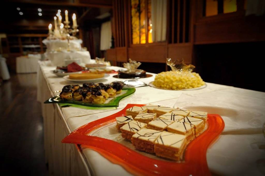 Buffet Di Dolci Mignon : Dare servizi pasticcini mignon assortiti freschi florian